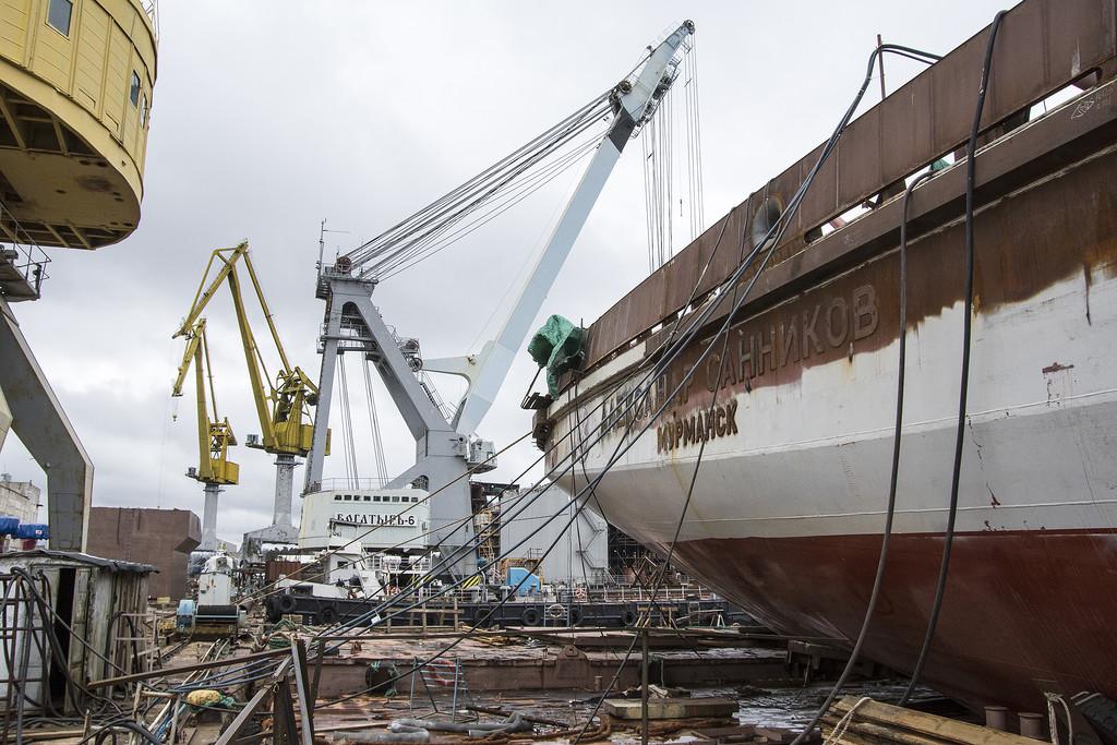 Редкие профессии: строители кораблей и ловцы янтаря