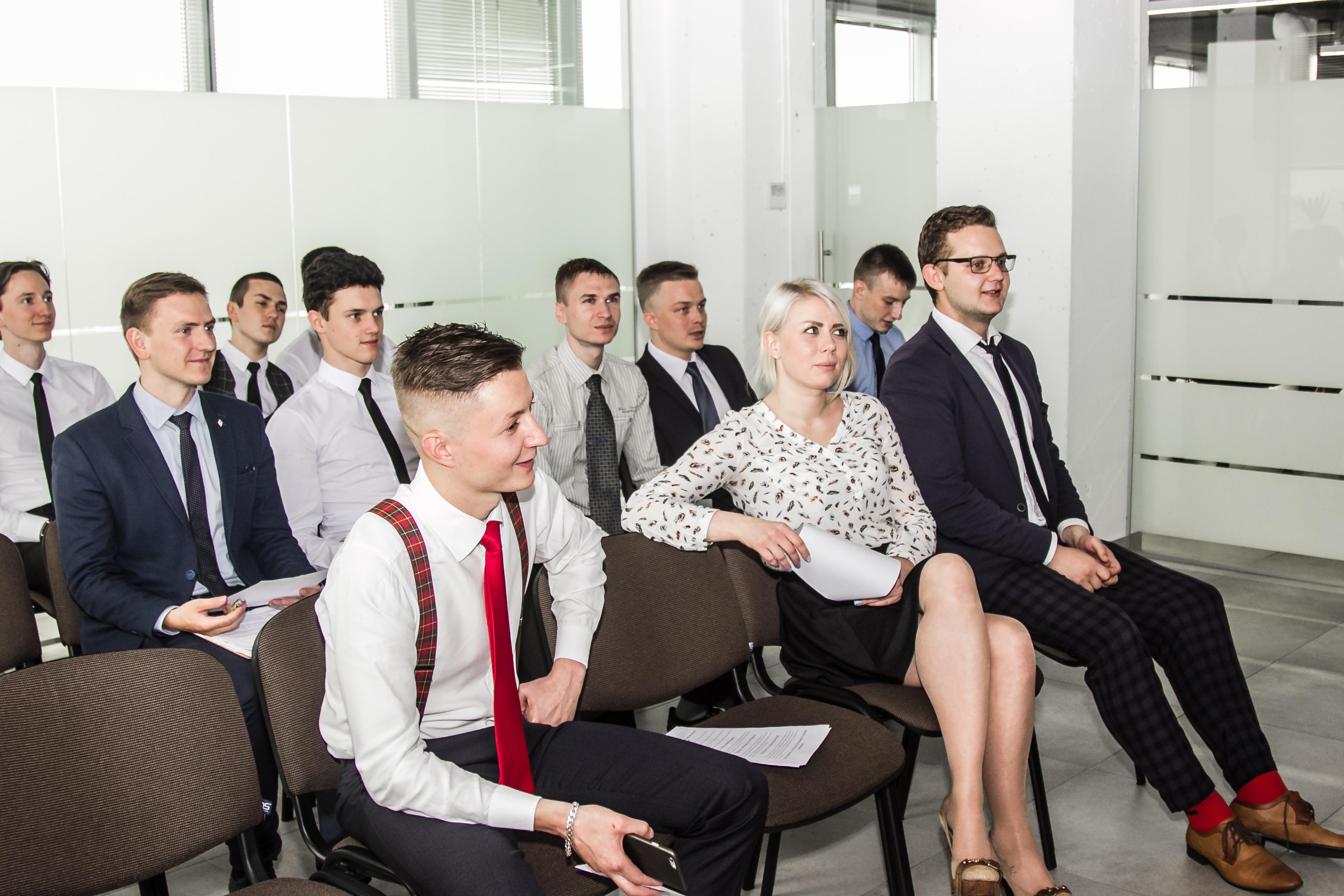Зарабатывай и становись умнее в команде STForex