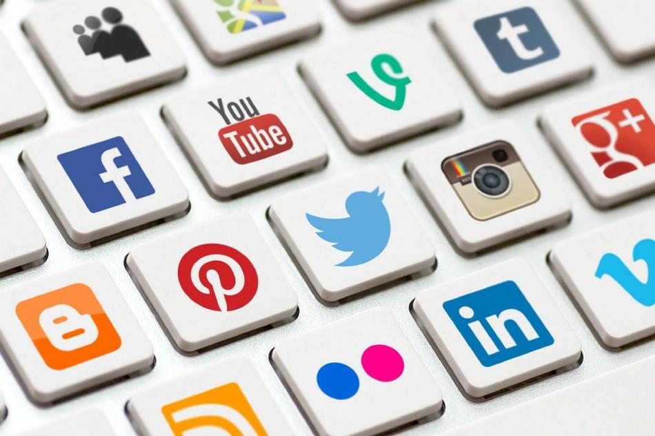 Рабочие процессы и онлайн-среда: лайки, репосты, дружба с коллегами