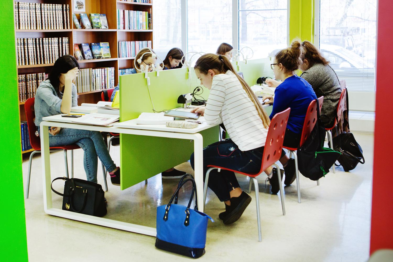 Работать в библиотеке модно — почему? Что привлекает молодых сотрудников в библиотеках?