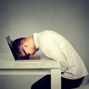 Депрессия срывает планы каждого третьего специалиста без опыта
