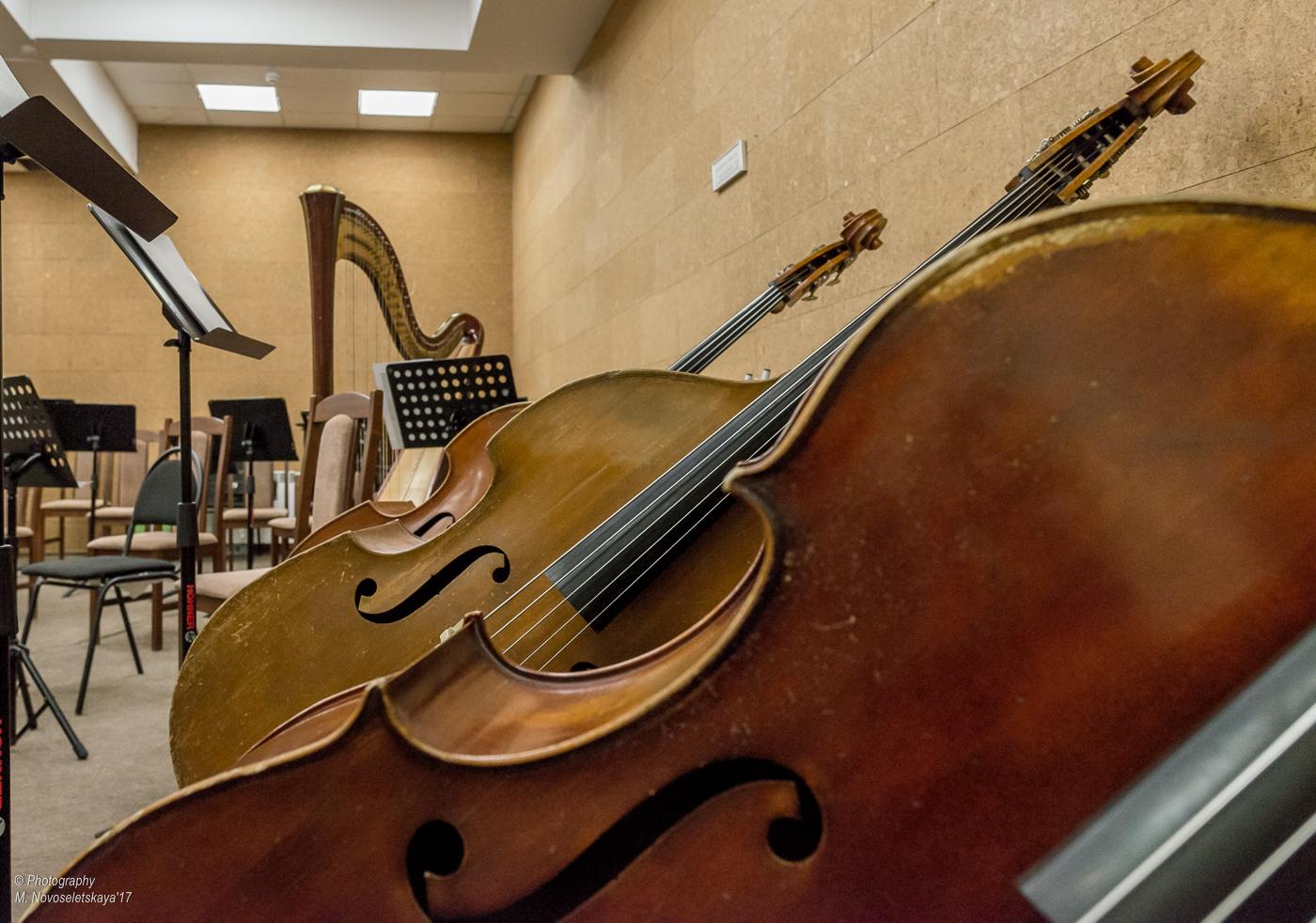 Культ профессии: муфельные щипцы, гитара и ценности эпохи в руках профессионалов