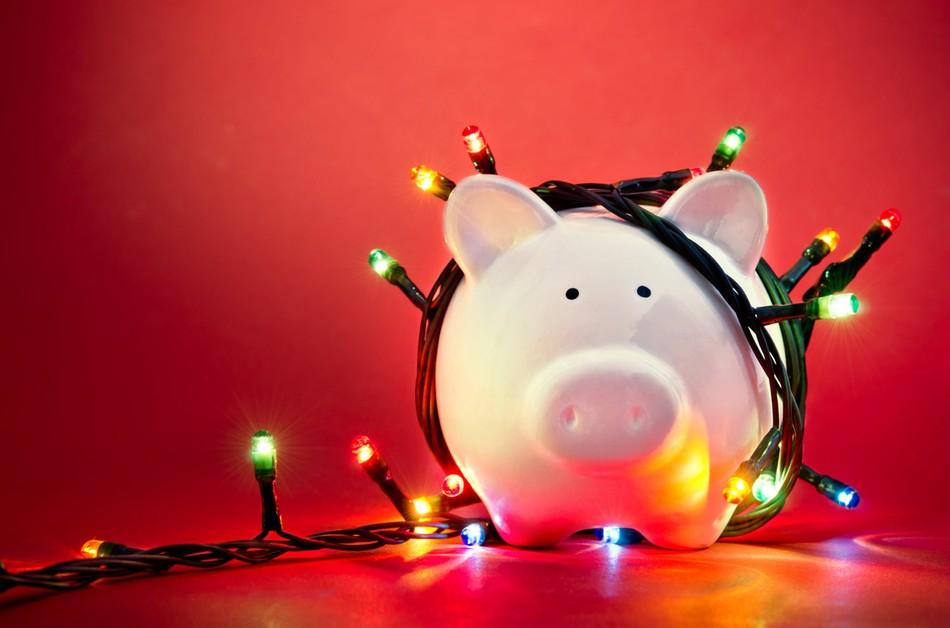 Молодым специалистам не хватает зарплаты на новогодние подарки!