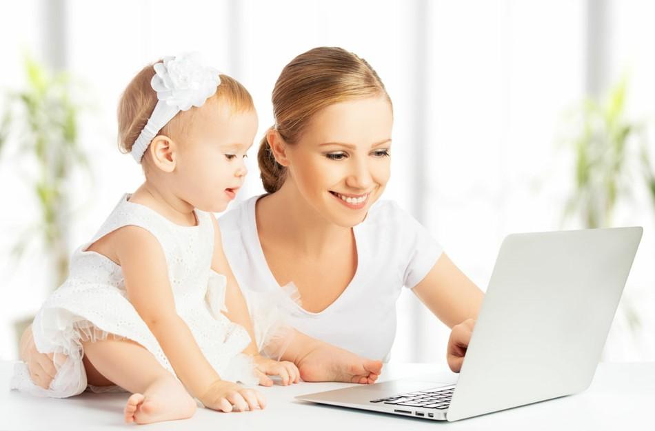 С малышкой подмышкой: работа для мамы в декрете