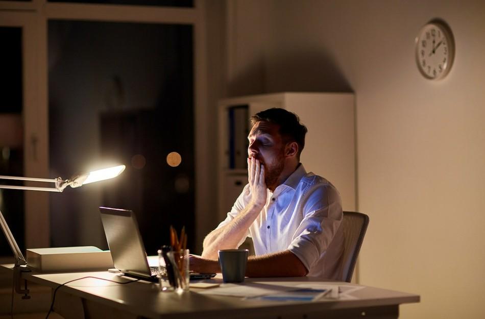 Офисные полуночники. Почему сотрудники задерживаются на работе?