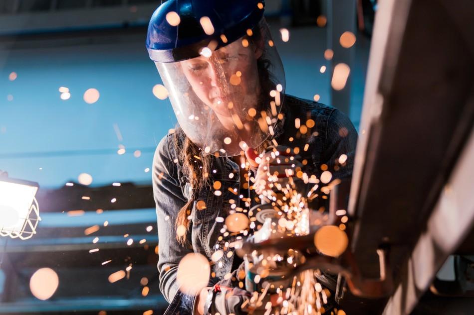 Из офиса на завод: сколько людей готовы сменить интеллектуальный труд на физический?
