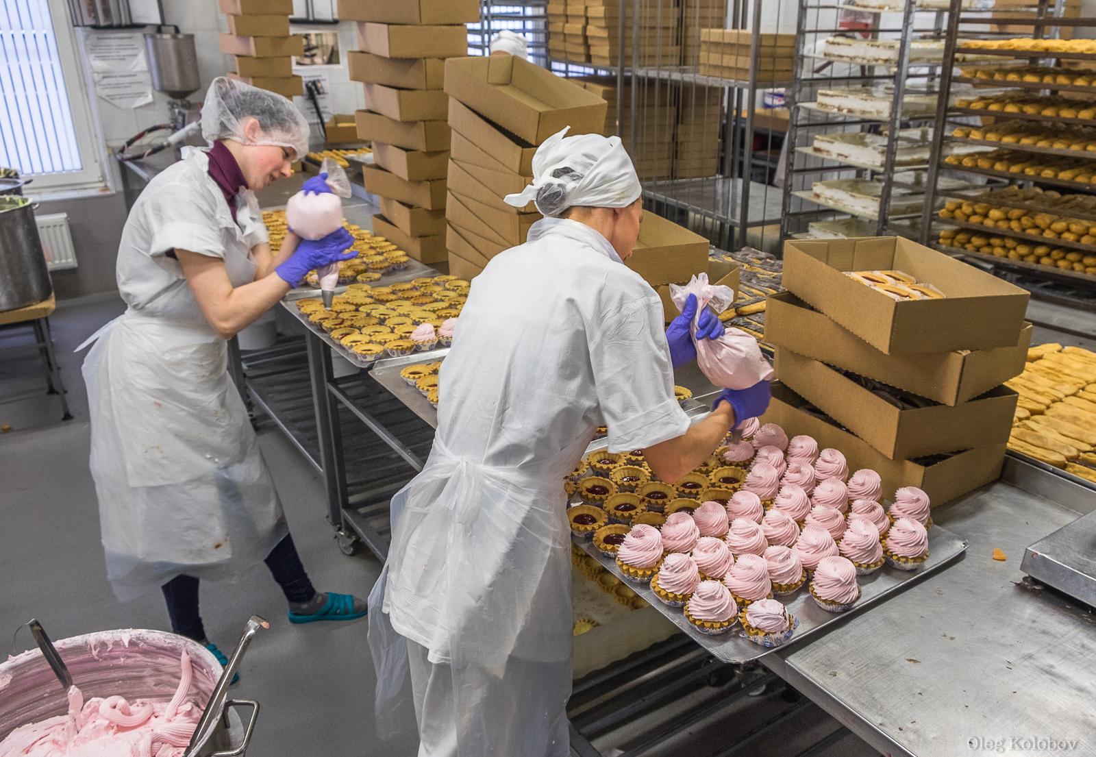 Закулисье профессий: как крем попадает в эклеры и кто придумывает торты?