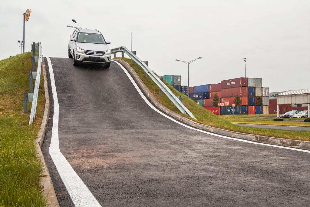 Закулисье редких профессий: кого не берут в стивидоры и как собрать автомобиль за 16 часов
