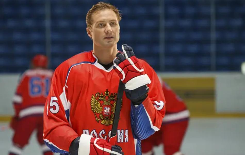 Денис Никифоров и Сергей Шакуров забьют финальную шайбу