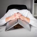 Как быть, если работа вгоняет в тоску, но нельзя просто так взять и уйти?