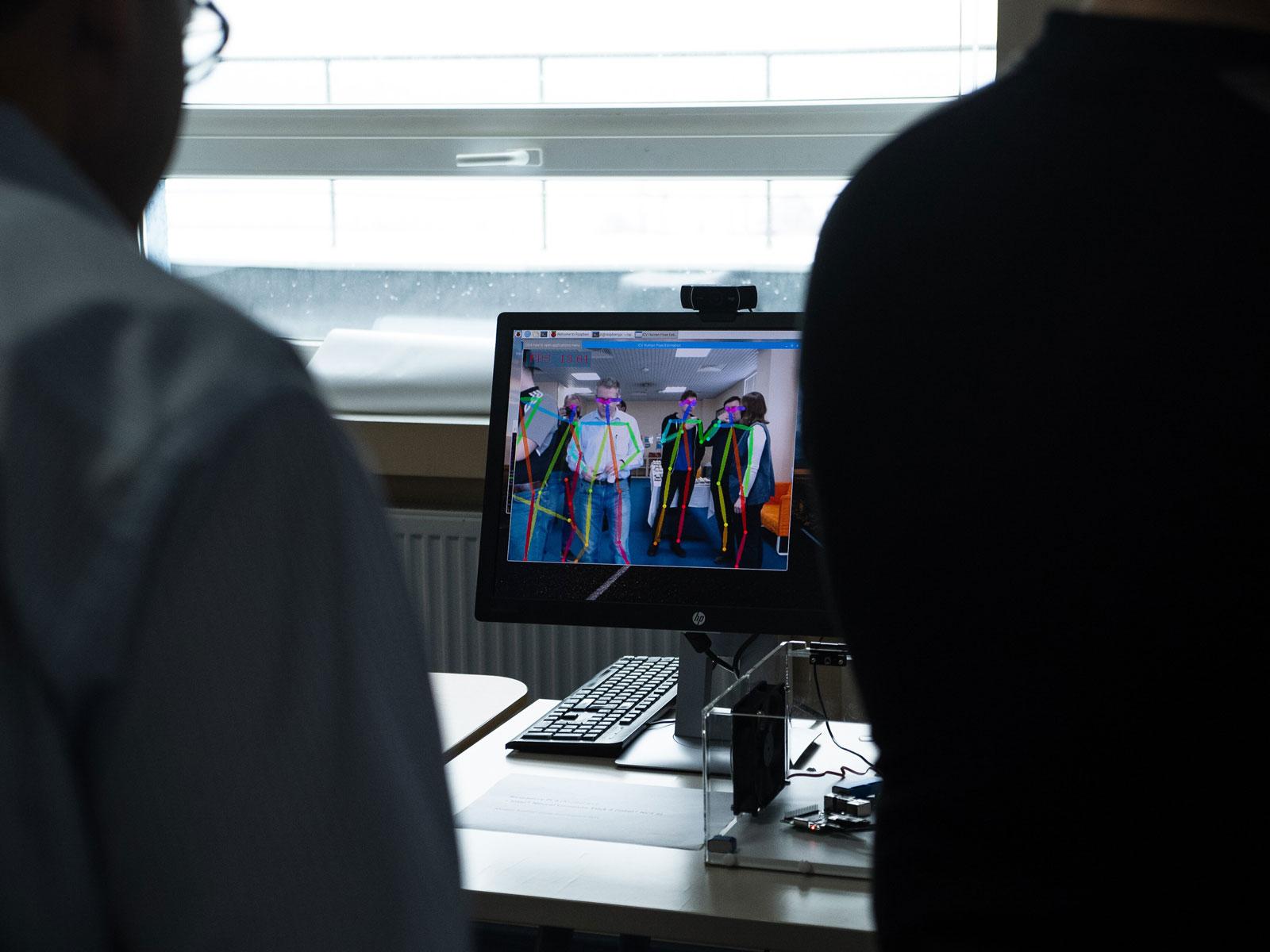 Как Intel учит машины видеть