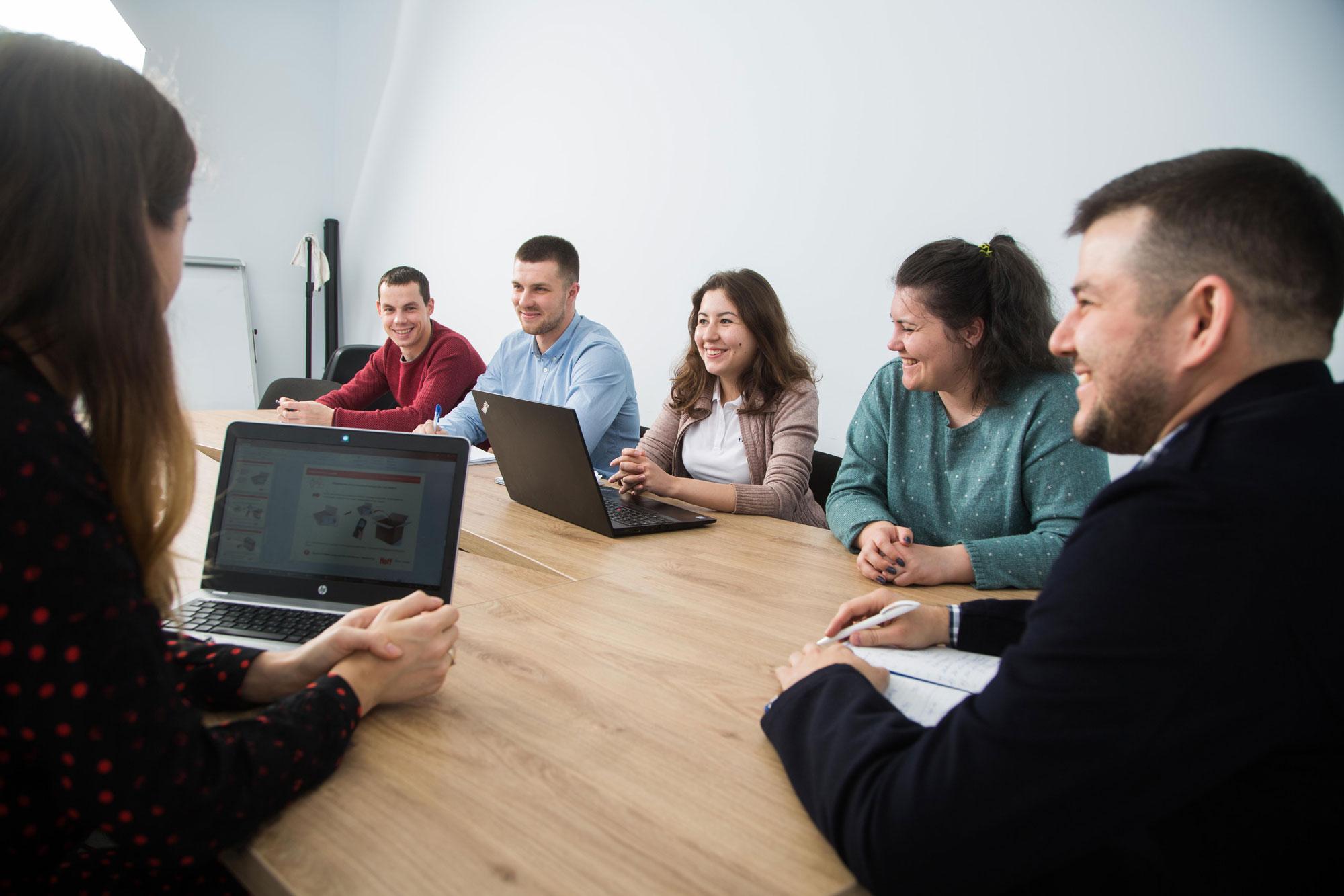 Hoff: как ИТ-команда двигает мебельный ретейл